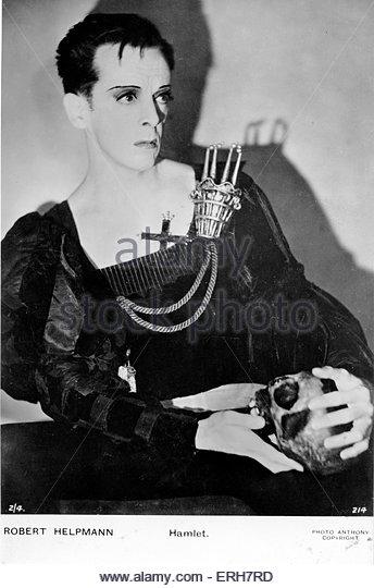william-shakespeare-hamlet-with-skull-robert-helpmann-9-april-1909-erh7rd